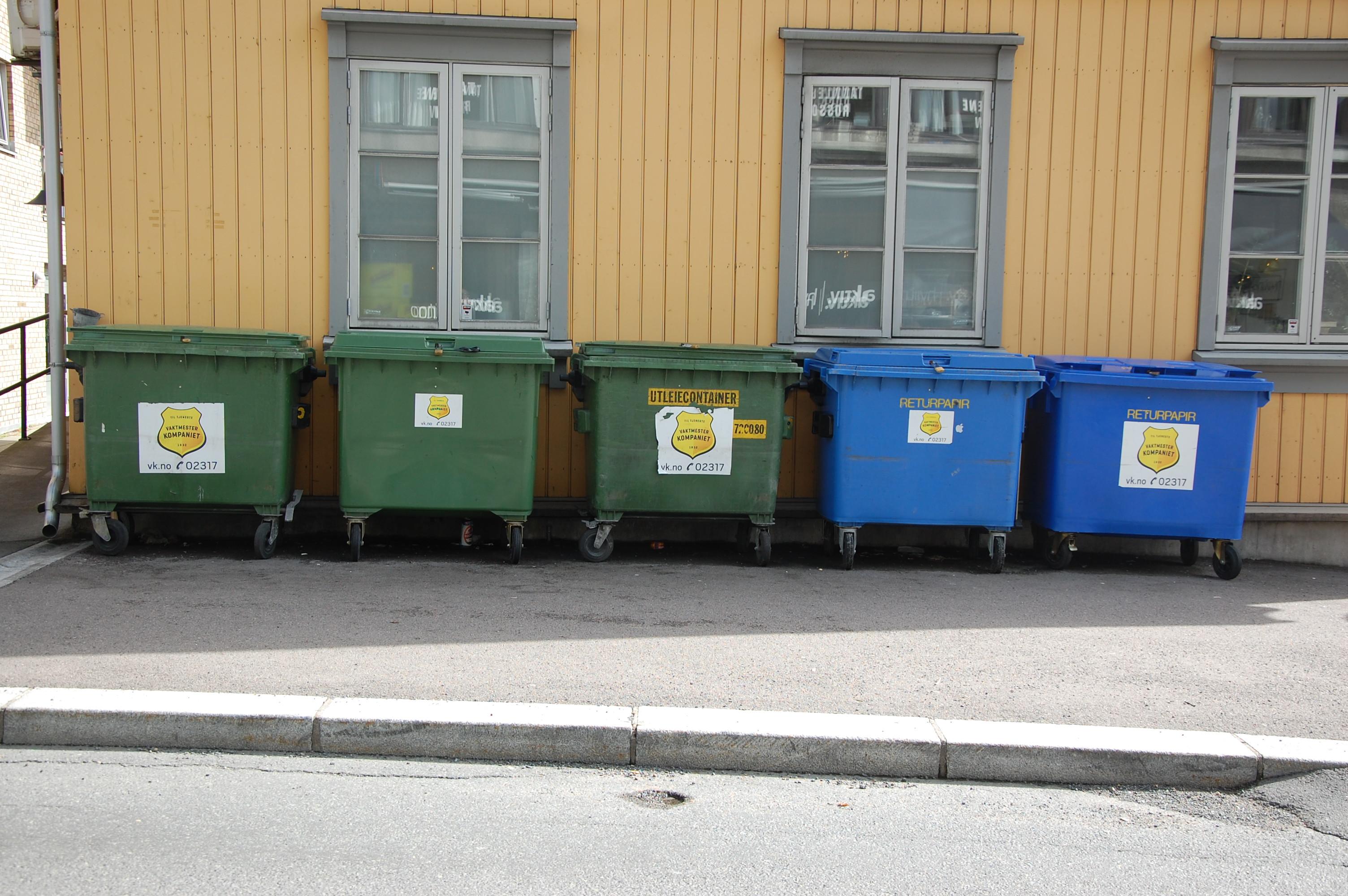 Søppelkasser_for_kildesortering_-_Maridalsveien_-_Oslo_-_2016-08-21_-_1.jpg
